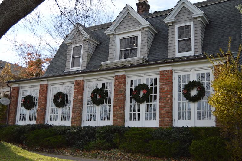 The hamptons holiday season east end taste for Living room restaurant east hampton
