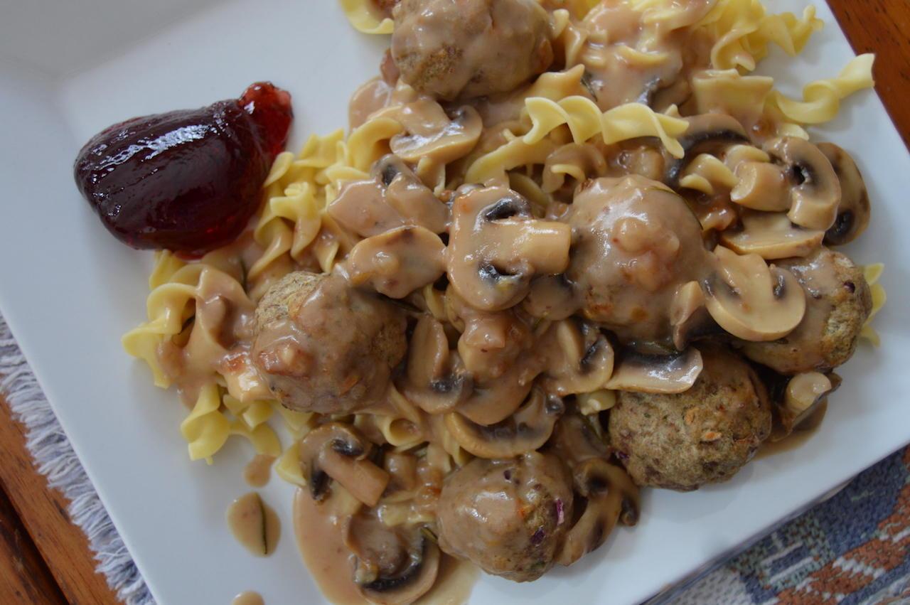 Swedish Meatballs + Lagostina Nera Hard Anodized 5 Quart Casserole Giveaway